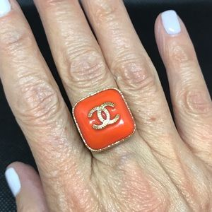 Chanel ring-matt gold & resin coral cabochon